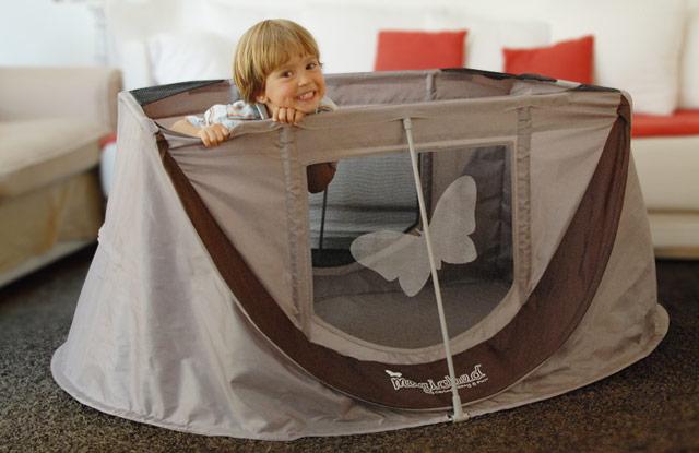 mit baby auf reisen das perfekte reisebett sanvie mini. Black Bedroom Furniture Sets. Home Design Ideas
