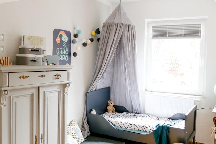 bett mit vielen kissen best bett mit vielen kissen aus. Black Bedroom Furniture Sets. Home Design Ideas