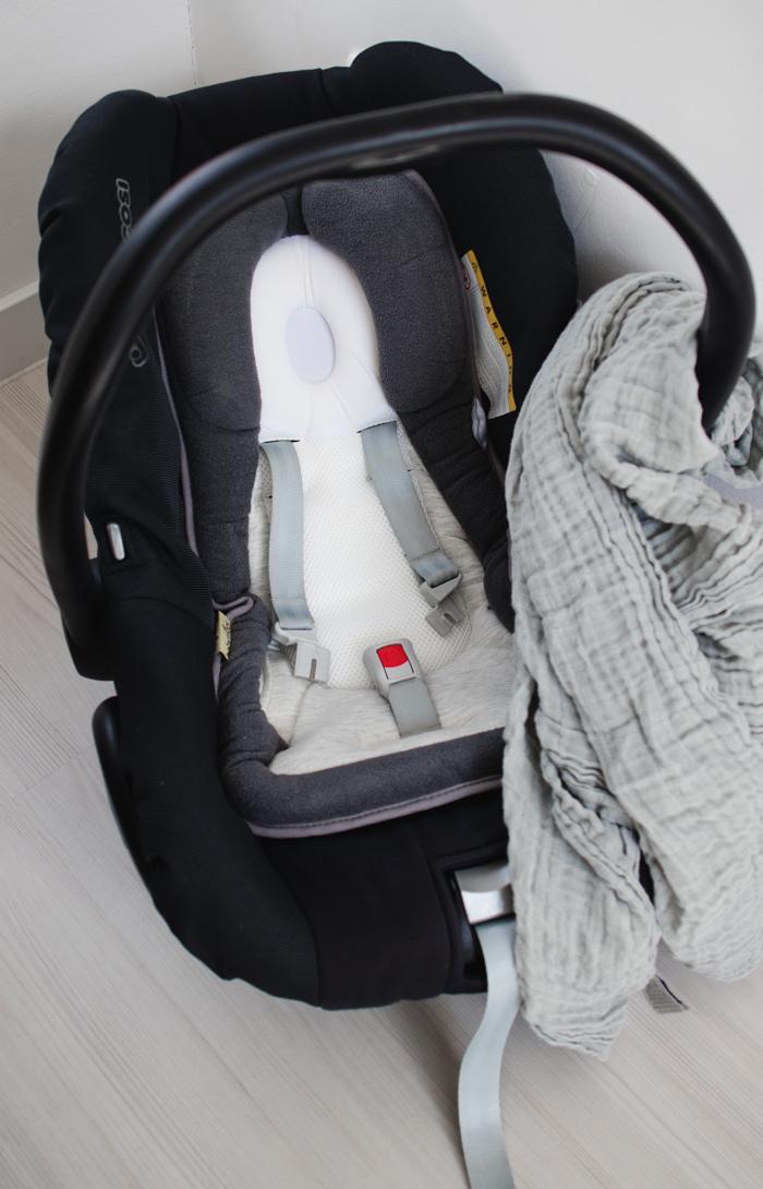 Unterwegs-mit-Baby-Babyschale-Stuetzkissen