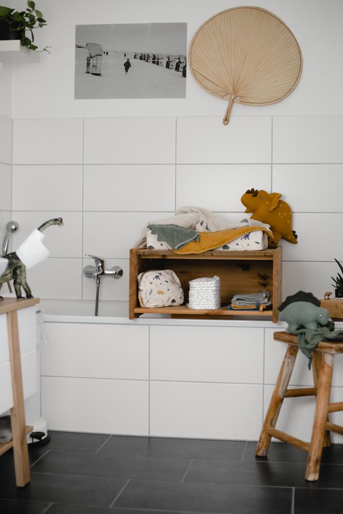 DIY Wickelaufsatz für die Badewanne im Dino-Look – sanvie mini